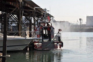 MetalCraft Marine FireStorm 30, Tacoma WA responding to a sunk vessel and fluid spill at Floss Marina.
